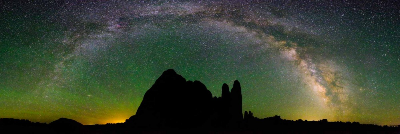 arches-milky-way-panorama-1