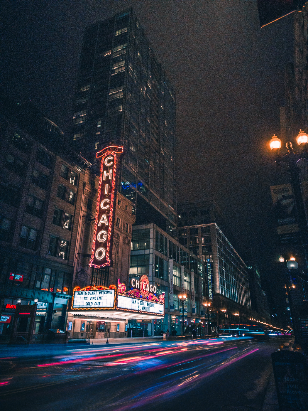 Chicago Theater. ASUS ZenFone 4 Pro. 2.5s, f/1.7, ISO 25