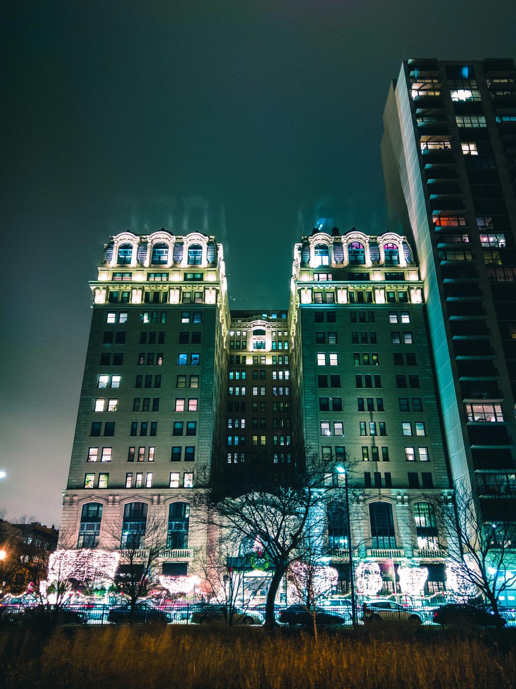 Belden Stratford, Chicago. HTC U11. 32s, f/1.7, ISO 100